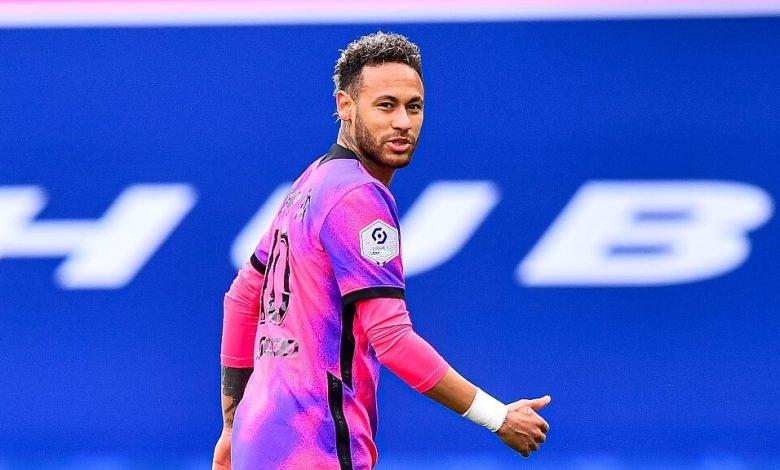 PSG trả Neymar 6,5 triệu euro chỉ để cười với CĐV