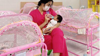 Những người chăm sóc trẻ sơ sinh phải xa mẹ vì Covid-19