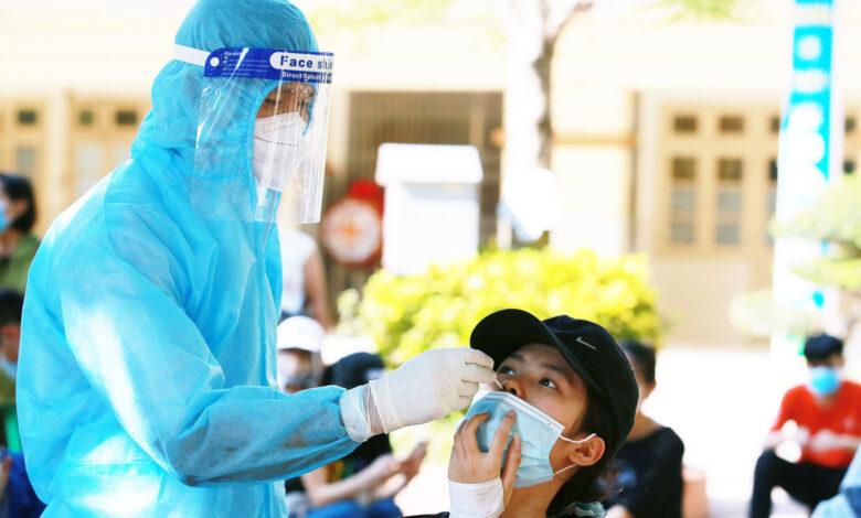 Hà Nội cử hàng trăm cán bộ y tế về Hà Nam tổng lực lấy mẫu truy vết F0 ngoài cộng đồng