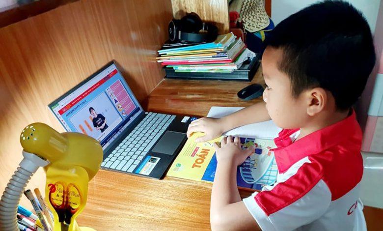 Học trực tuyến cấp tiểu học: Hạn chế thời gian học sinh 'ngồi' trên intrernet | Giáo dục
