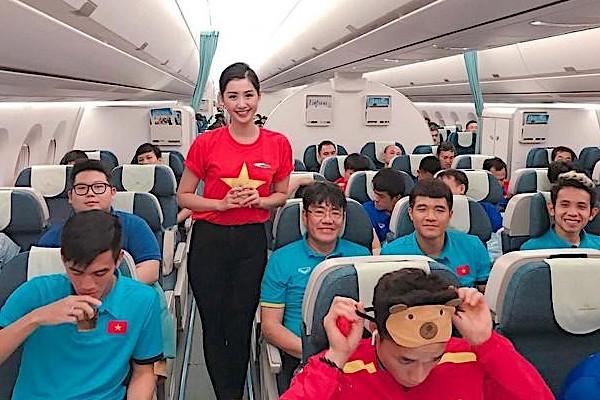 Phạm Ngọc Linh từng thi Hoa hậu Việt Nam tiết lộ áp lực công việc khi làm tiếp viên hàng không