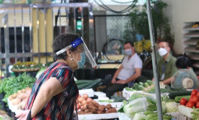 Cảnh người Hà Nội đi chợ ở 'vùng xanh' không cần giấy đi đường và phiếu | Đời sống