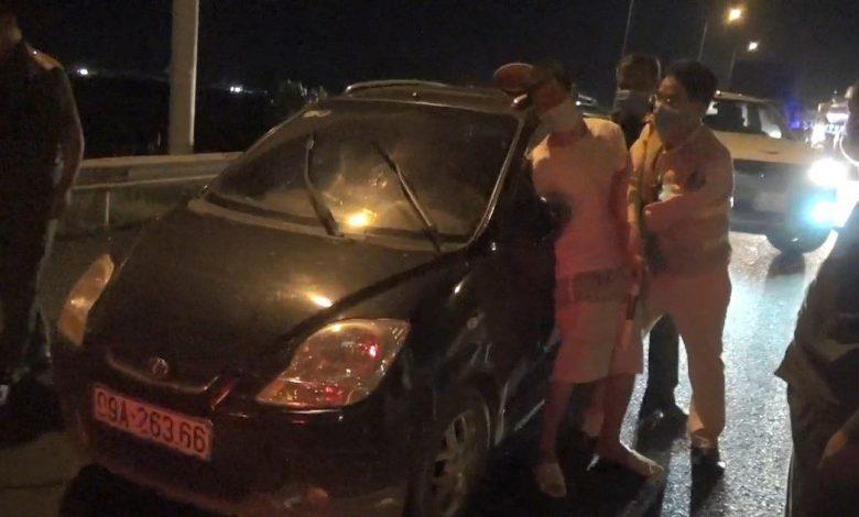 Dừng tất cả phương tiện trên cao tốc Hà Nội - Thái Nguyên để bắt 'ma men' trốn cách ly | Thời sự