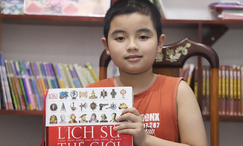 Cậu bé 10 tuổi đam mê sách Sử