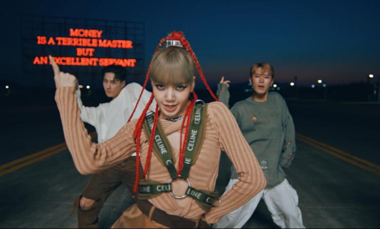 Lisa BlackPink chơi lớn cắt đồ hiệu tạo mốt mới khiến fan trầm trồ trong video biểu diễn độc quyền   Video   Thời trang trẻ